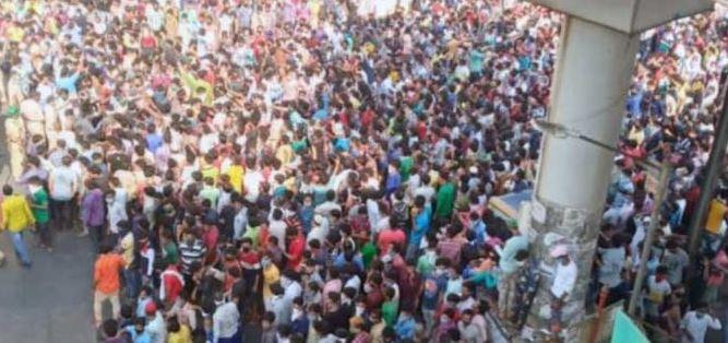 Migrant crowd in Mumbai; ABP reporter Rahul Kulkarni granted bail