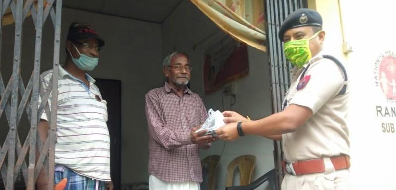Door-to-door delivery of fruits begins for Ramzan in Hailakandi